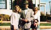 PEGGY SUE GOT MARRIED, standing from left: Kathleen Turner, Don Murray, Barbara Harris, Sofia Coppola (sunglasses), 1986, © TriStar