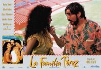 THE PEREZ FAMILY, (aka LA FAMILIA PEREZ), bottom left from left: Marisa Tomei, Alfred Molina, Anjelica Huston, center from left: Trini Alvarado, Alfred Molina, 1995, © Samuel Goldwyn