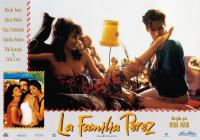 THE PEREZ FAMILY, (aka LA FAMILIA PEREZ), bottom left from left: Marisa Tomei, Alfred Molina, Anjelica Huston, center from left: Angela Lanza, Diego Wallraff, 1995, © Samuel Goldwyn