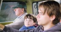IN THE BEDROOM, back to front: Tom Wilkinson, Camden Munson, Nick Stahl, 2001, © Miramax