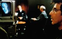 THE INSIDER, Russell Crowe (on screen), rear from left: Russell Crowe, Christopher Plummer, Al Pacino (right), 1999, © Buena Vista