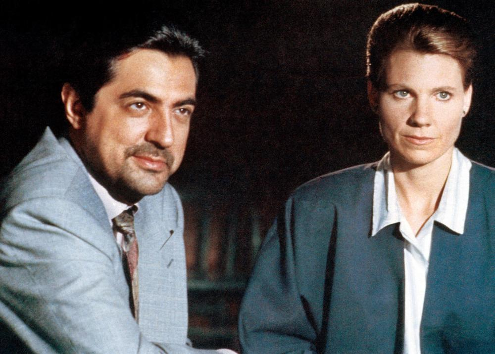 HOUSE OF GAMES, from left: Joe Mantegna, Lindsay Crouse, 1987. ©Orion