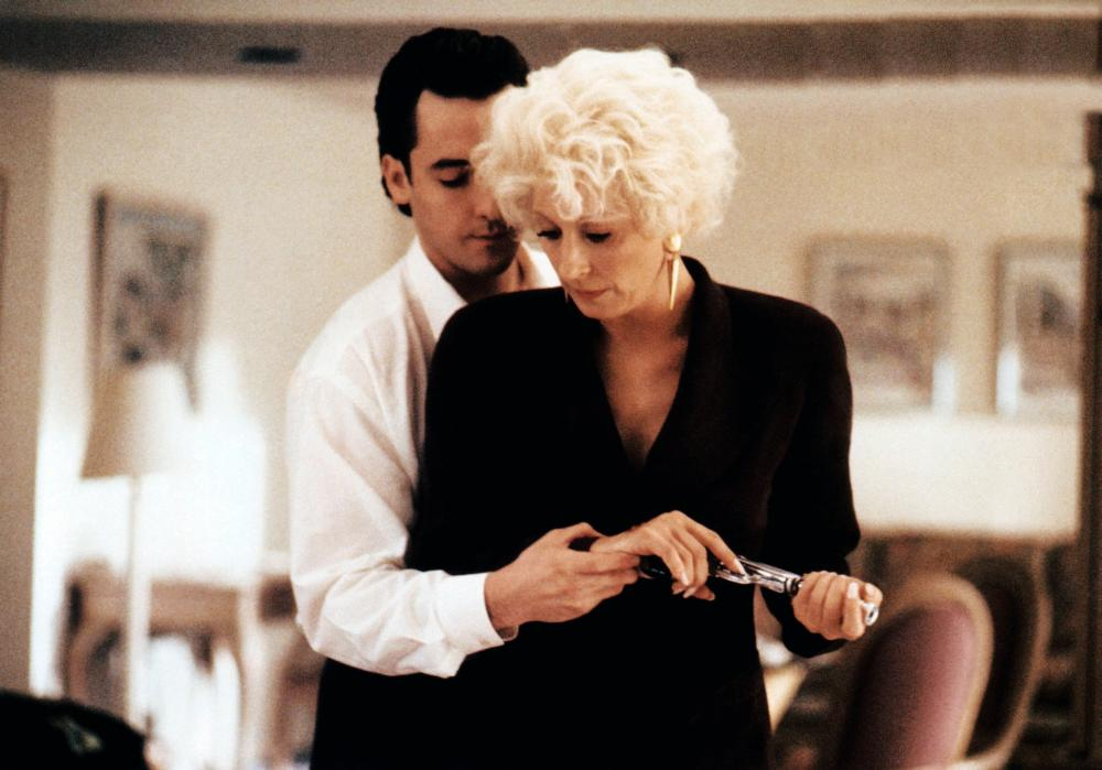 THE GRIFTERS, from left: John Cusack, Anjelica Huston, 1990. ©Miramax