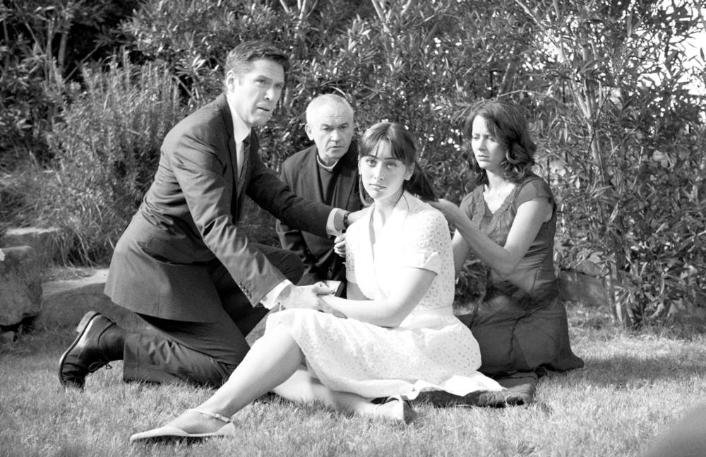 MUCH ADO ABOUT NOTHING, from left: Alexis Denisof, Paul Meston, Jillian Morgese, Amy Acker, 2012. ©Lionsgate