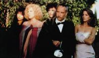 DOWN AND OUT IN BEVERLY HILLS, from left: Elizabeth Pena, Bette Midler, Valerine Curtin, richard Dreyfuss, Tracy Nelson, 1986, © Buena Vista