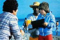 THE DEVIL AND MAX DEVLIN, Elliott Gould (back to camera), Bill Cosby (hat), Adam Rich, 1981, © Buena Vista
