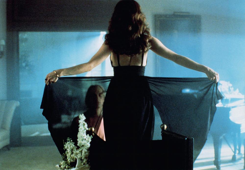 BOXING HELENA, Julian Sands, Sherilyn Fenn (back to camera), 1993, © Orion